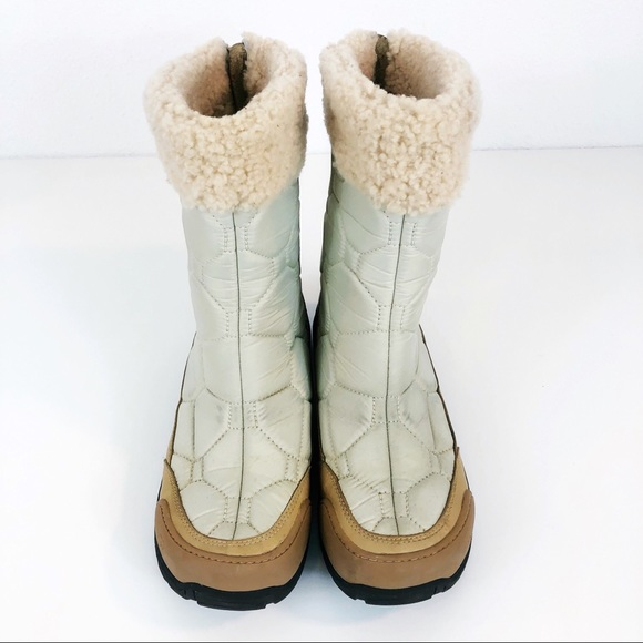 77630a58efc White UGG fur lined Vibram Snow Boots Size 11